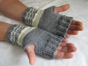 Handstulpen fingerlose Handschuhe mit Daumen handgestrickt aus 8 fach Sockenwoll