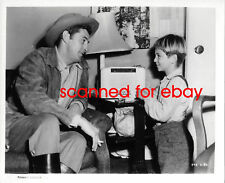 Robert Mitchum - Tommy Rettig RIVER OF NO RETURN rare candid #2 Marylin Monroe