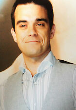 ROBBIE WILLIAMS - CHART TOPPING SUPERSTAR  - SUPERB COLOUR PHOTOGRAPH