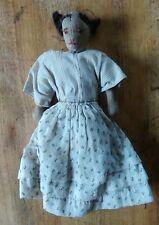 Poupée très ancienne, habillée, en tissu.