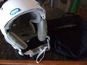 Smith Voyage Woman's Ski/Snowboard Helmet - Med 55cm-59cm - White