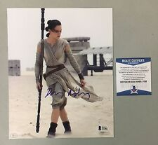 42525 Daisy Ridley Signed 8x10 STAR WARS Topps Photo Rey AUTO BAS WITNESSED COA