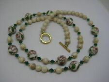 STUNNING GOLD TONE GREEN CRYSTAL BEIGE STONE FLOWER CLOISONNE BEAD NECKLACE 25""