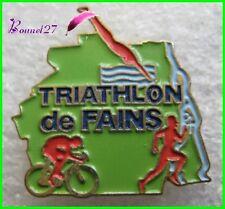 Pin's Le Triathlon de FAINS Vélo Course à pied Nage #236