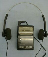 VINTAGE SONY WALKMAN AM/FM W/ HEADPHONES PORTABLE SRF-39