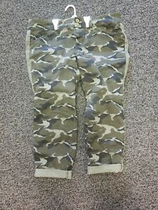 Torrid Plus Size 16 Green Camo Camouflage Ankle/Capri Pants NWOT