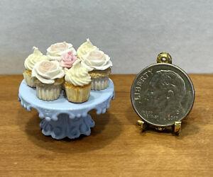 VTG Artisan Fancy Cupcakes W/Liners Pretty Metal Stand Dollhouse Miniature 1:12