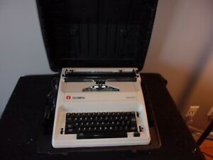 OLYMPIA REPORTER ELECTRIC TYPEWRITER IN CASE