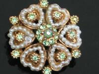 PRETTY VINTAGE 50'S GREEN DIAMANTE AND HEART FAUX PEARL PETAL FLOWER BROOCH