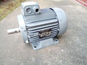 Elektromotor  3,0 kW   2835  U/min    Welle 28 mm  220/380 Volt