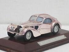 Bugatti 57 SC Coupé Atlantic gold/silber verchromt, noOVP + Holzsockel, IXO,1:43