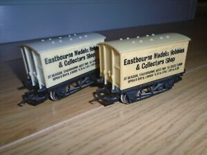 Pair of R040 Eastbourne Models Wagons for Hornby OO Gauge Train Sets