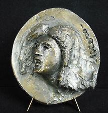 Sculpture bas relief en médaillon, profil féminin en plâtre signé Otero