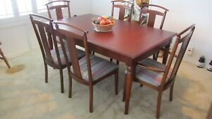 Ethan Allen American Dimensions Dining Room Table and Chaires