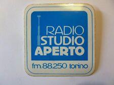 VECCHIO ADESIVO TV RADIO / Old Sticker RADIO STUDIO APERTO TORINO (cm 10 x 10)