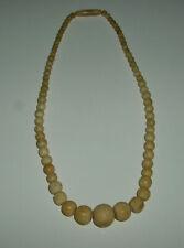 Antike Kette mit geschnitzen hellen Perlen - 40 cm lang - + 4 Armbänder gratis