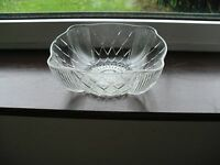 VINTAGE / ANTIQUE PRESSED GLASS FRUIT BOWL, SHELL DESIGN, SIZE 20.4 X 8 CM