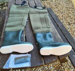 NEOPRENE FISHING WADERS SIZE 40/6 FELT SOLES BRAND NEW WITH REPAIR KIT.
