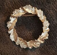 Gerry's Vintage pale gold tone silvery gold leaf wreath Brooch costume jewellery