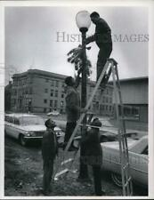 1966 Press Photo Trying to bring Christmas cheer to Brookline Ave off E82