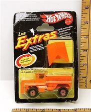 1983 Mattel Hot Wheels Les Extras Oshkosh Snow Plow Dump Trucks MPN 5905 NOC
