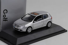 2003 VW Volkswagen Golf V 5  silver 1:43 Schuco Dealer
