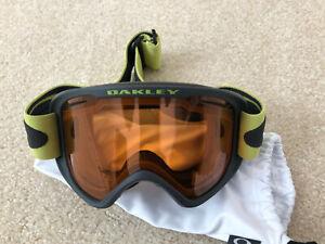 Oakley skiing snowboarding goggles