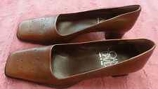 JOAN & DAVID BROWN PUMPS MADE IN ITALY SIZE 7.5 N