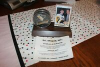 JAROMIR JAGR ROOKIE CARD AND SIGNED PENGUIN CARD ON PLAQUE WITH CERTIFICATE OF A