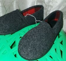 New Mens Slippers in Gray Fleece Comfy Shoe Exterior Red & Black Plaid Inner