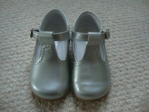 Russell & Bromley baby girl's silver leather t-bar shoes size 4.5