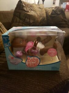 Baby Alive Wets 'N Wiggles Girl Brand New in Box Doll 2006 HASBRO damaged box