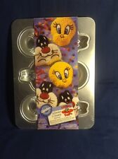 Wilton - Tweety And Sylvester Cake Pan*makes 6 single-serving cakes