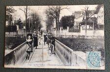 CPA. PARC SAINT MAUR. 94 - L'Avenue des Lacs et la Passerelle. 1905.