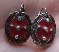 Dormeuse en métal argenté, émail rouge et pierres / style ancien