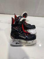 2017 Bauer Vapor X600 Ice Hockey Skates Junior Size 1 D (0206-B-X600-1D)