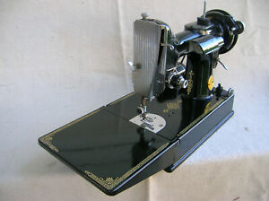 Singer 221-1 Featherweight portable electric sewing machine 1948