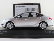 Minichamps 410 042000 Opel Astra J Limousine (2012) in silbermet. 1:43 NEU/OVP