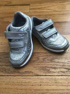 CLARK'S Toddler Girl Size 8 Gray Light up Sneaker GUC