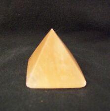 orangene Selenit Pyramide klein Gips geschliffen Deko Dekoration dekorativ schön