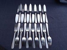 ERCUIS : 12 couteaux et 12 fourchettes a poisson en métal argenté modèle filet