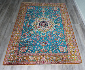AN OUTSTANDING PERSIAN QUM HAND MADE SILK RUG WITH SUPERB COLORS 195 X 135 CM