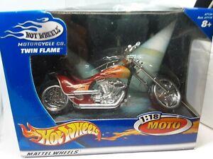moto chopper hotwheels 1/18 twin flame rouge flamme boite plastique fendu