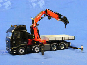 WSI 04-1090 Iveco Stralis 8x4 AS2 w/Fassi F1300 Crane 1/50 MIB
