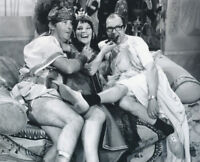 Glenda Jackson UNSIGNED photograph - K8633 - With Eric Morecambe and Ernie Wise