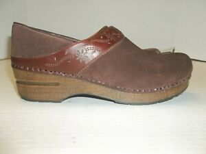 Womens Size 39/8.5 Dansko Brown Suede Leather Clogs/Loafers
