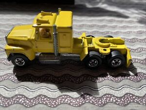 1981 HOT WHEELS DIECAST Steering Rigs YELLOW Ford LTL TRUCK