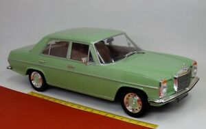 Mercedes / 8 220 D W115 Maladies Huit 1972 Vert Clair 1:18 - MCG 18116