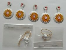 7 Piece Elsie The Cow Lot 5 Tab Buttons & 2 Elsie Heads On String