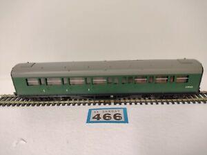Hornby OO Gauge SR Green Coach S5540 S
